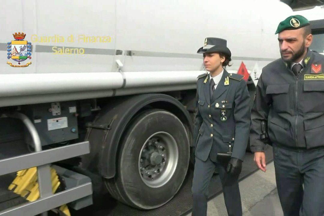 """Truffe sul carburante con società """"cartiere"""" e evasione da 48 milioni di euro: 5 arrestati"""