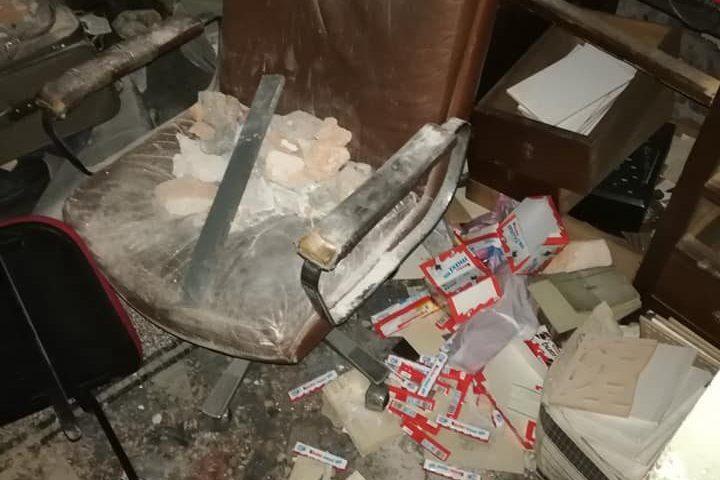 Napoli: furto nella tabaccheria, i ladri entrano nel deposito e scardinano la cassaforte