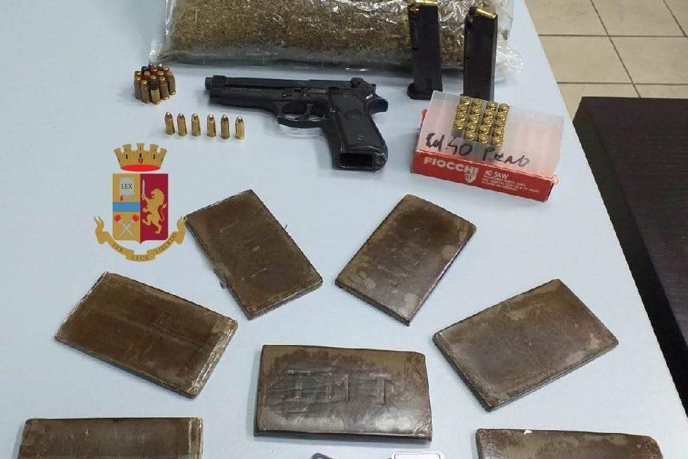 I cani di Polizia e Guardia di Finanza trovano le armi e la droga al Rione Berlingieri