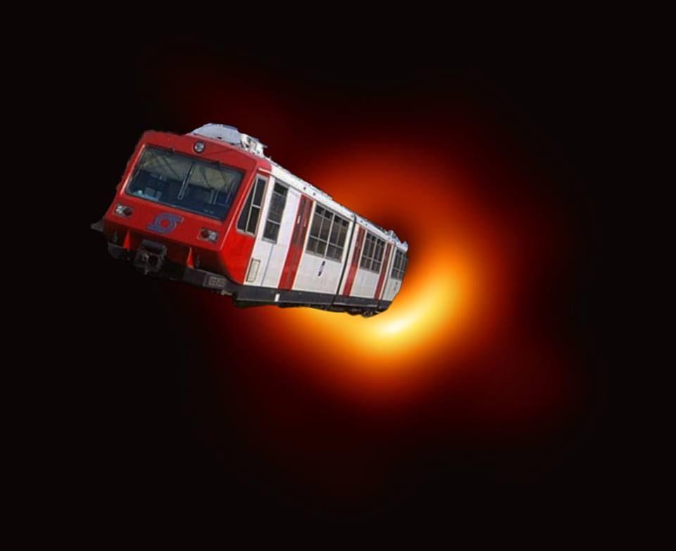 Dalla Circum al bus Anm: ironia napoletana sulla foto del buco nero