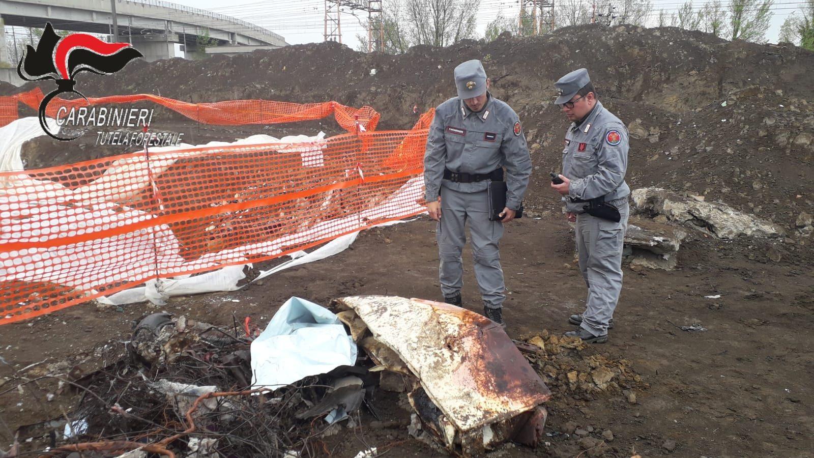 Terra dei Fuochi, amianto e batterie esauste sepolte nei terreni di Maddaloni