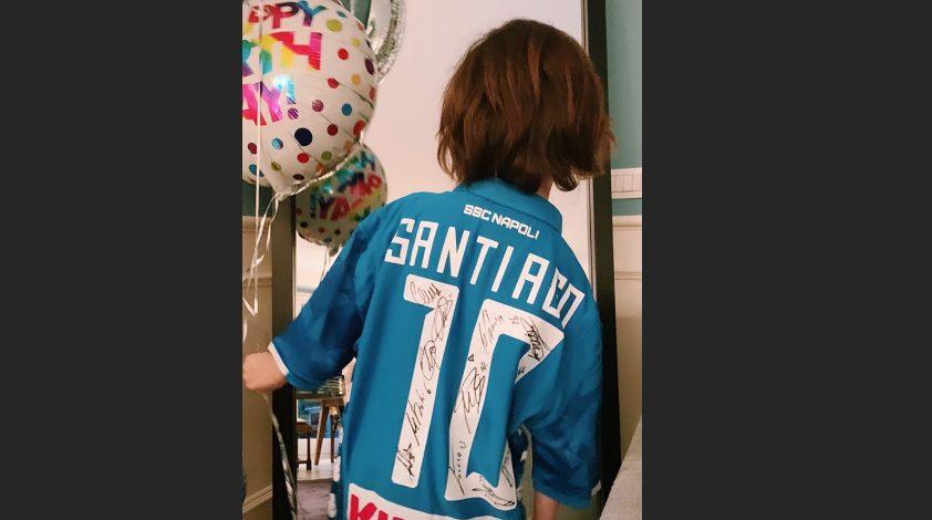 Stefano De Martino porta al compleanno del figlio Santiago la maglia del Napoli