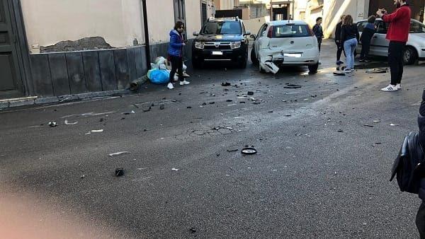 Caserta, in auto contromano semina il panico e colpisce 10 vetture: diversi feriti