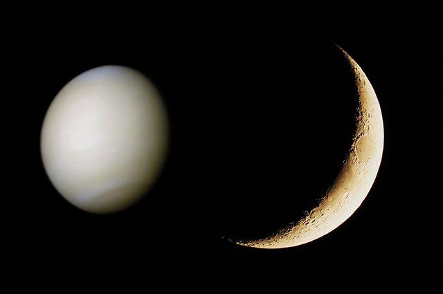 """La Luna """"danza"""" col pianeta dell'amore Venere: quando vedere il valzer nel cielo"""