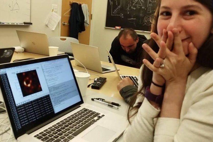 No, un MacBook Pro non ha renderizzato la prima foto del buco nero (ma ha aiutato)