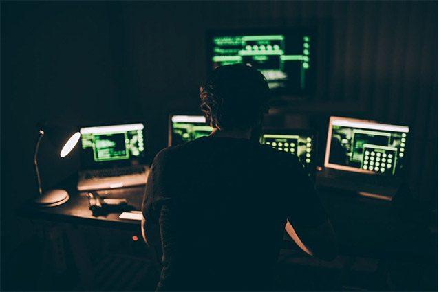 Hacker inglese ricattava utenti di siti porno: in due anni ha guadagnato milioni di euro