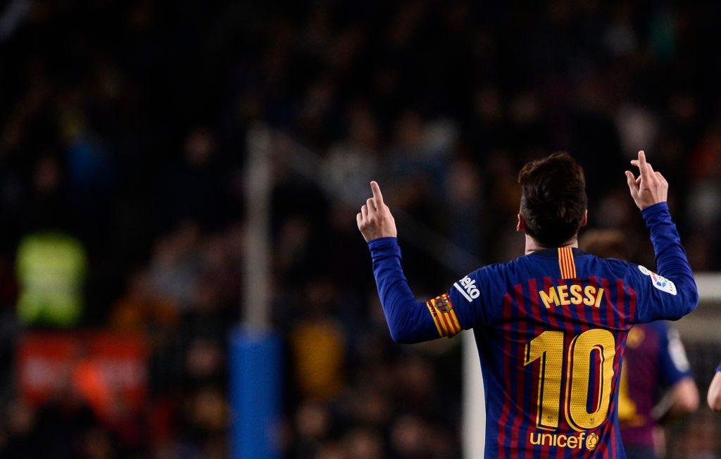 Come fermare Messi sulle punizioni? Togliere la barriera. Tanto è inutile