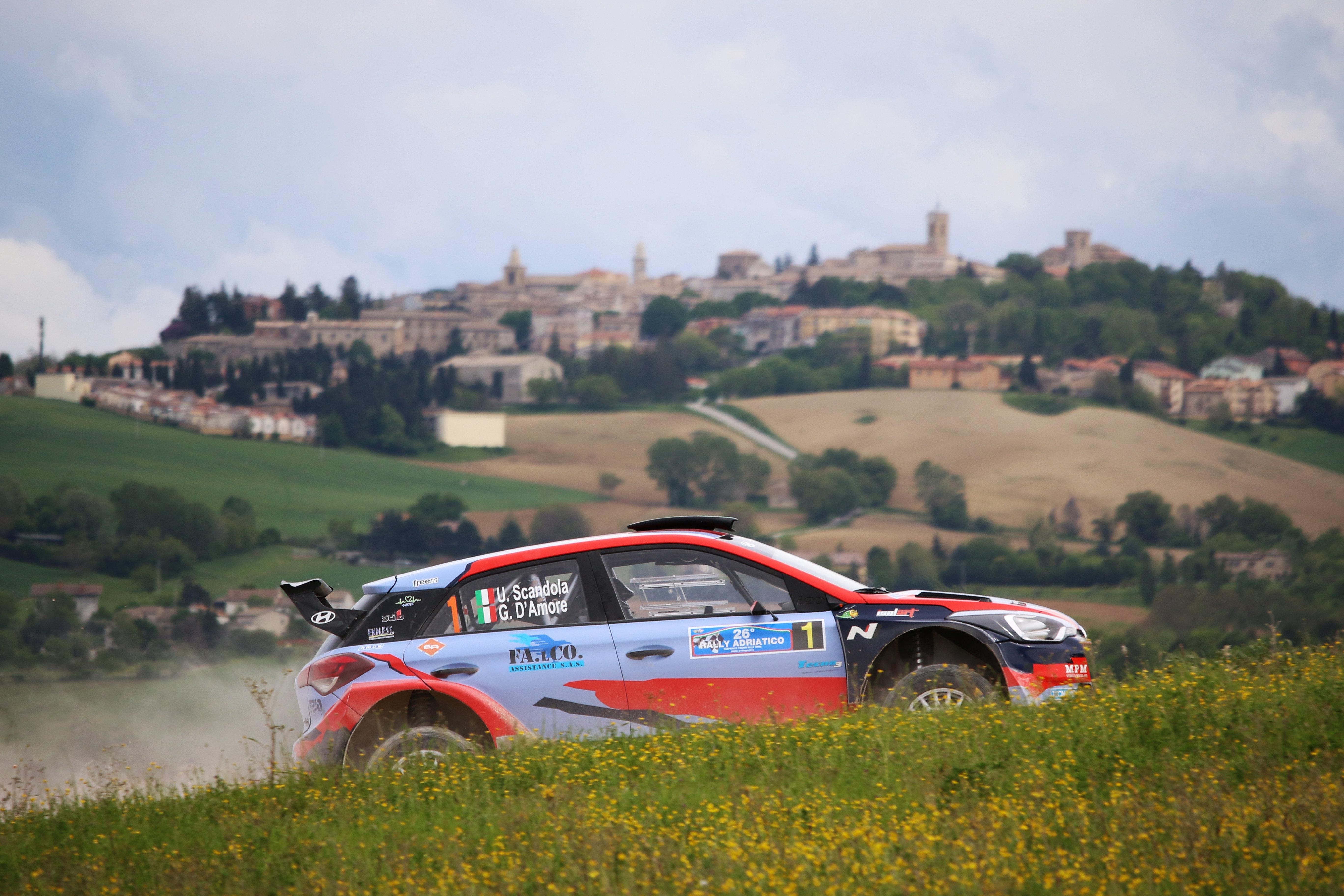 Le double vainqueur Scandola sur une Hyundai i20 R5 à Rome en ERC