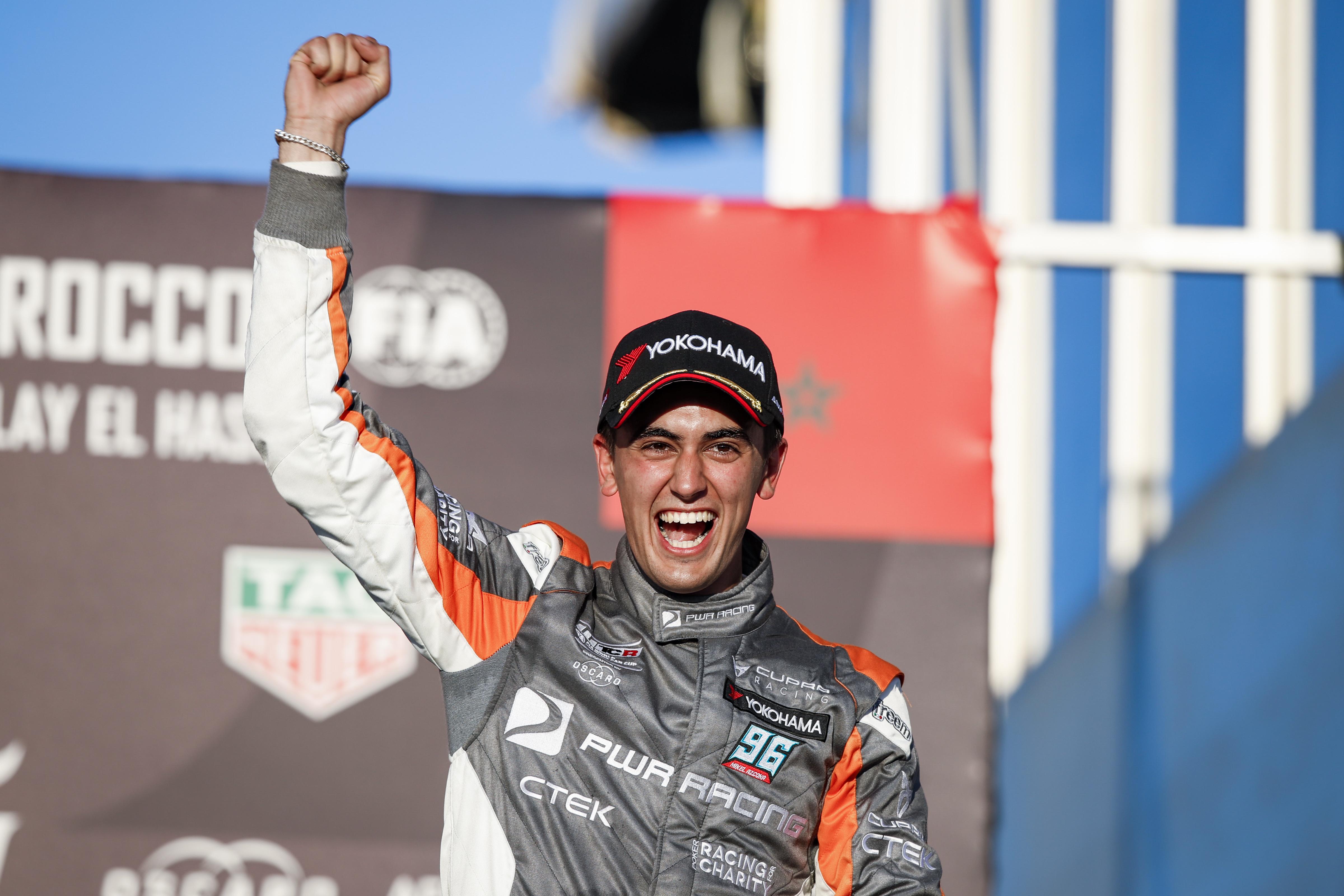 El joven Azcona no esperaba acabar en el podio en su debut