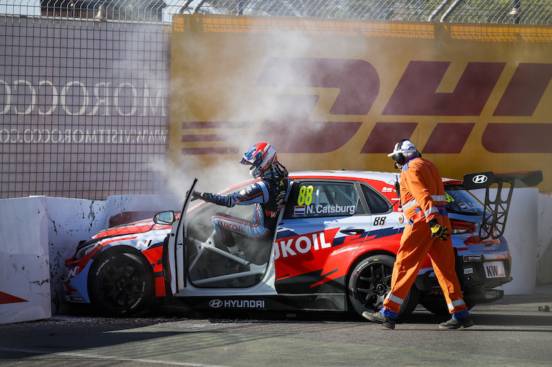 WTCR Carrera 2, Accidente de Catsburg, gana Tarquini
