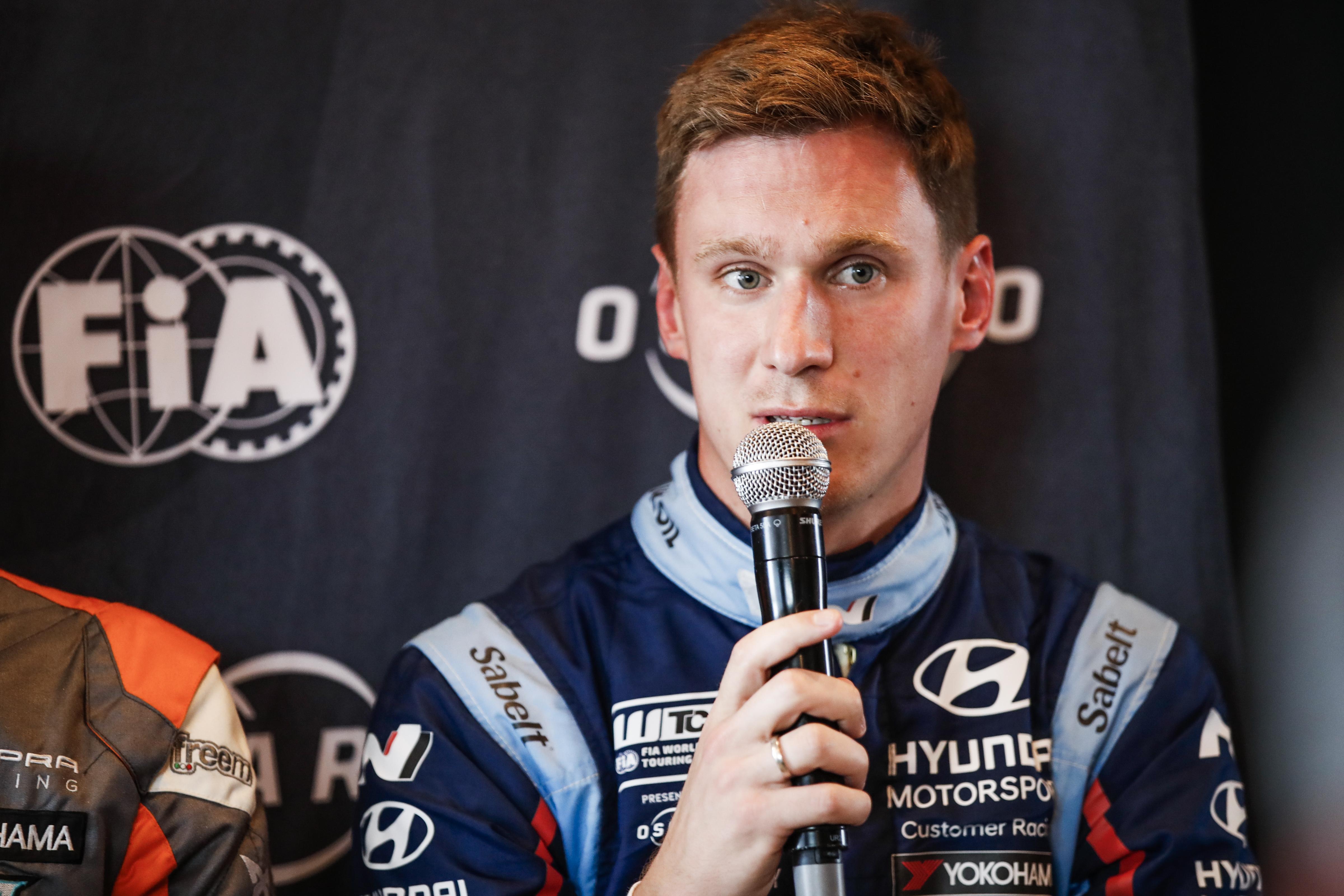Catsburg congratulates rival Priaulx for WTCR Macau victory