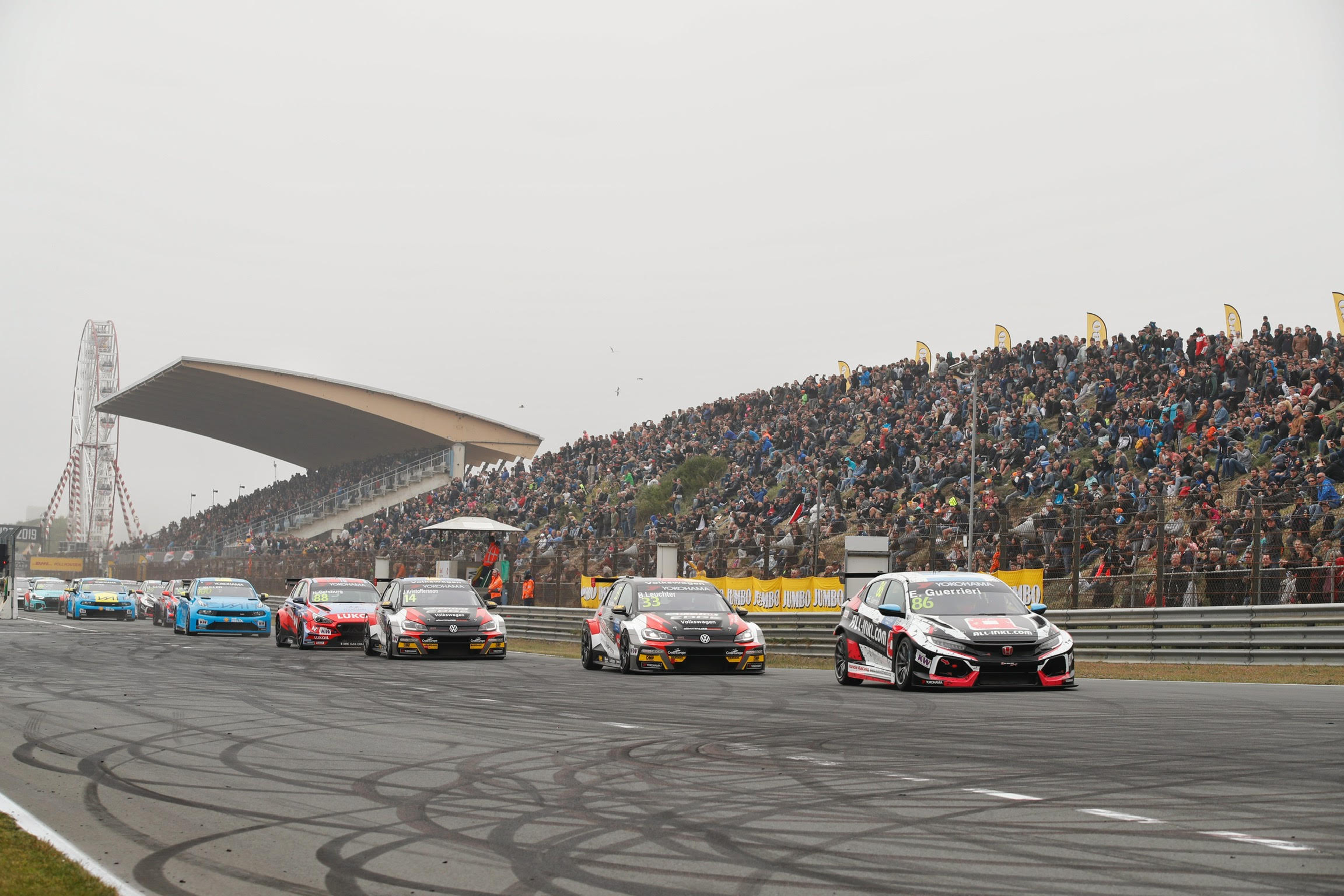 WTCR レース2:SLR フォルクスワーゲンコンビを押さえてゲリエリが優勝