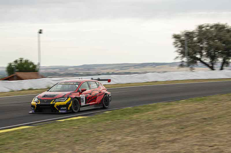 Azcona s'illustre dans la capitale avant la WTCR Race of Japan