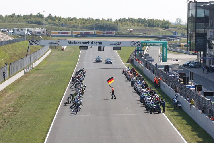 BMW TAKES THE LEAD AT RACE START