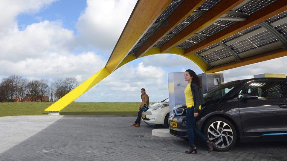 Fastned electrisch rijden Supersnel laden Overal langs de snelweg
