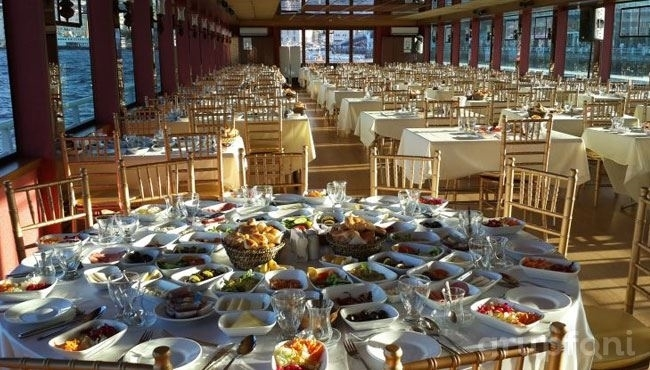 Lüfer Tekneleri ile Boğaz'da Serpme Kahvaltı Keyfi!