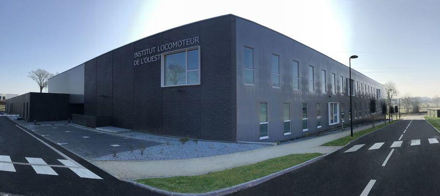 Le nouvel Institut locomoteur de l'ouest fonctionne avec une équipe de près de cinquante médecins (chirurgiens, radiologues, médecins rééducateurs et médecins du sport).