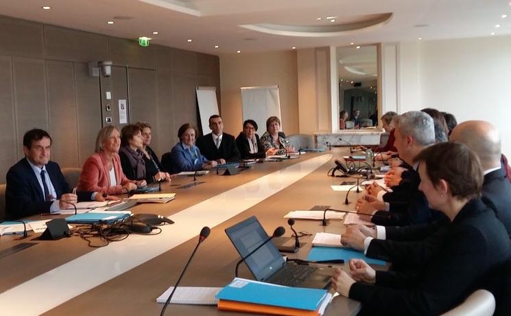 Les réunions sont animées par Étienne Petitmengin (à gauche), secrétaire général du CIH.