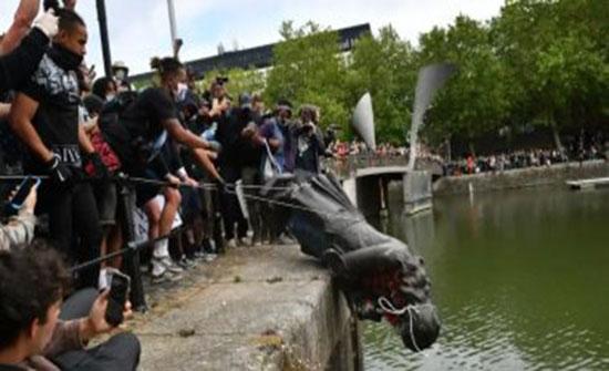 الآلاف يحتجون فى لندن ضد العنصرية واشتباكات مع الشرطة .. بالفيديو
