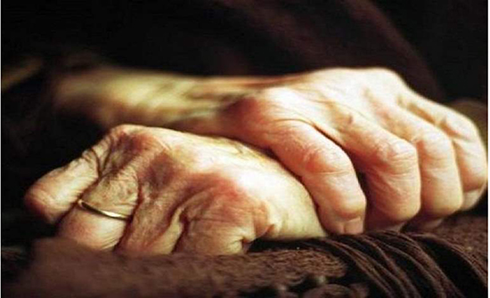 أربعيني تونسي يعتدي على سيدة عجوز 89 عامًا