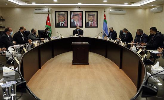 وزير الداخلية يترأس اجتماعا لمناقشة جهود التصدي لجائحة كورونا