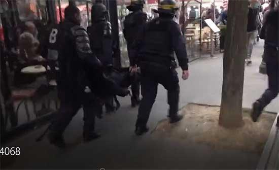 اشتباكات عنيفة بين الشرطة ومحتجين على قيود كورونا في باريس .. بالفيديو