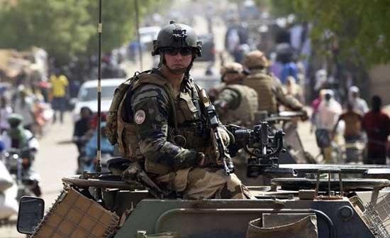 فرنسا تعلن استئناف عملياتها العسكرية المشتركة مع مالي