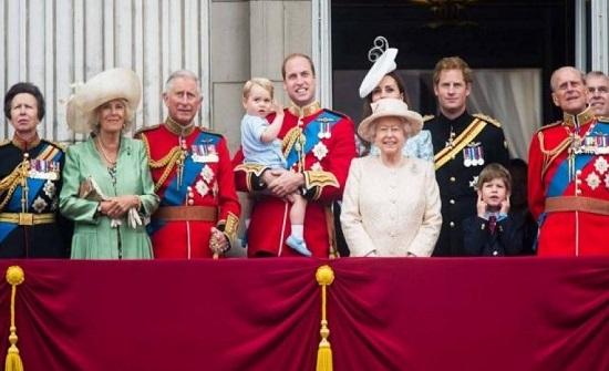 تعرف على أغرب قواعد العائلة المالكة البريطانية!