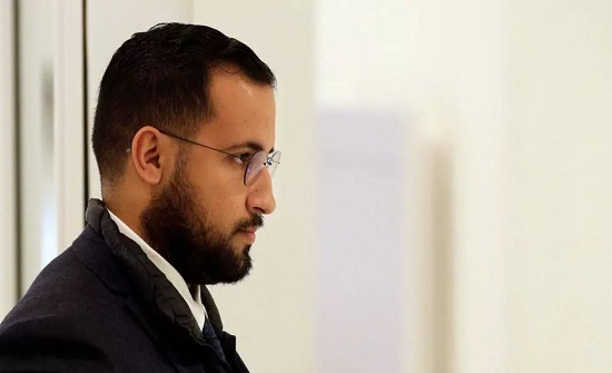 نيابة باريس تطلب محاكمة الحارس الشخصي السابق لماكرون ألكسندر بينالا