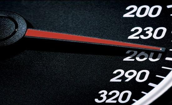 ضبط سائق مركبة يسير بسرعة 220 في الازرق