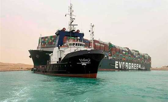 رئيس قناة السويس : 113 سفينة ستعبر حتى صباح الثلاثاء