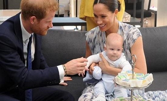 ظهور نادر لابن الأمير هاري وميغان
