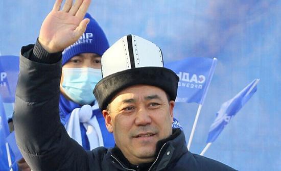 رئيس قرغيزستان الجديد يتخلى عن موكب السيارات وعن المأدبة عند التنصيب