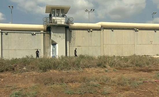 فشل وإخفاق.. بينيت ينتقد بشدة مصلحة السجون الإسرائيلية