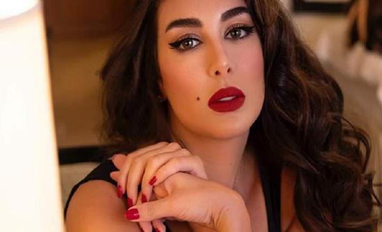 ياسمين صبري تسرق الأضواء بفستانها وسعره مرتفع جداً !!