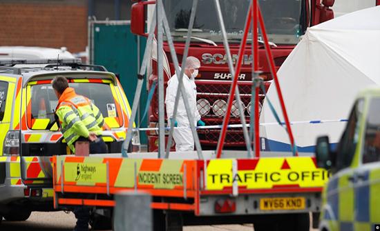 بريطانيا.. العثور على 39 جثة داخل شاحنة