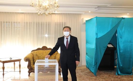 الكازاخستانيون في الأردن يشاركون بالانتخابات النيابية لبلادهم