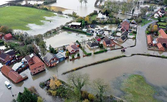 بريطانيا: فيضانات واضطرابات المرور جراء العاصفة دينيس