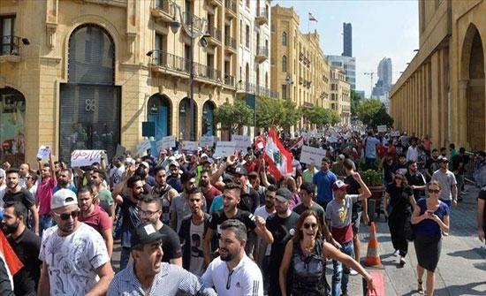 لبنان.. تواصل التظاهرات ودعوات لغلق الطرقات بالسيارات