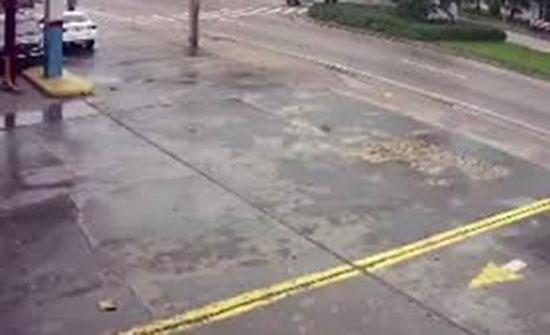 حادث يتحول إلى عدد من الكوارث.. والعناية الإلهية تتدخل (فيديو)
