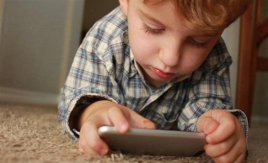محاضرة في الزرقاء عن أضرار الأجهزة المتنقلة على الأطفال