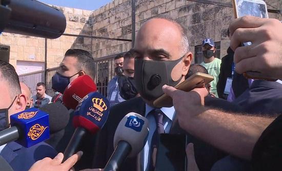 صور  : الخصاونة يدلي بصوته في الانتخابات النيابية
