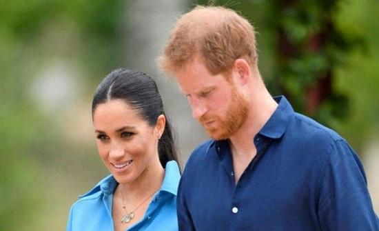 حارس الملكة السابق يفتح النار على الأمير هاري : ميجان أعمته
