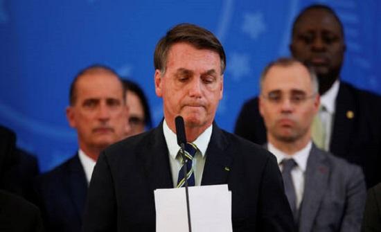 """""""كورونا"""" يلاحق رئيس البرازيل.. ويقترب بشدة"""