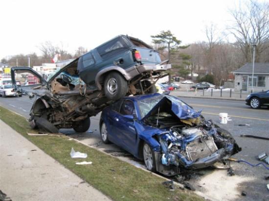 وفاة أربعة اشخاص اثر حادث تصادم على الطريق الصحراوي في معان