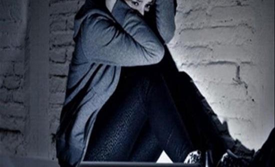 كندا : مراهقة تنتحر بعد اكتشافها محادثات خيانة والدها مع خالتها