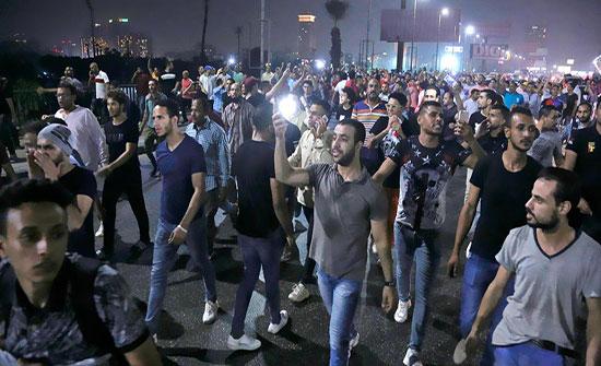 نائب مصري يثير موضوع المظاهرات ويسأل رئيس الوزراء