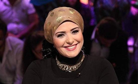 بالصور : صابرين تصدم جمهورها وتعلن خلع الحجاب