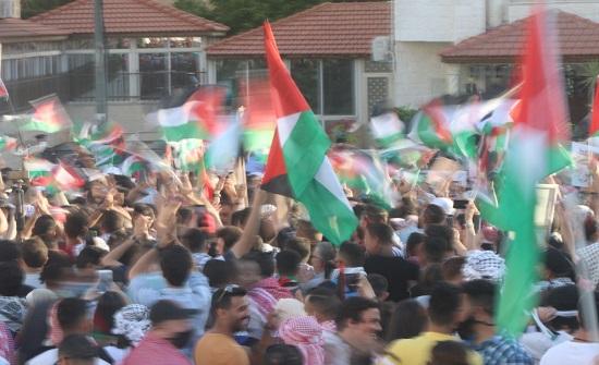 وقفات في الزرقاء للتعبير عن التضامن الشعبي مع الفلسطينيين ضد العدوان الاسرائيلي