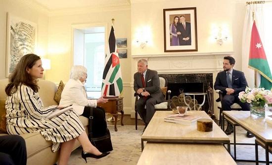 الملك يلتقي وزيرة الخزانة الأمريكية